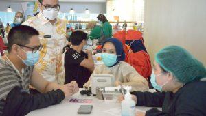 Berita Banten, Berita Banten Terbaru, Berita Banten Hari Ini, Berita Tangsel, Berita Tangsel Terbaru, Berita Tangsel Hari Ini: Pilar Meninjau Vaksinasi Tahap Kedua di Teras Kota